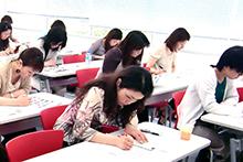 カラーコーディネータの授業風景